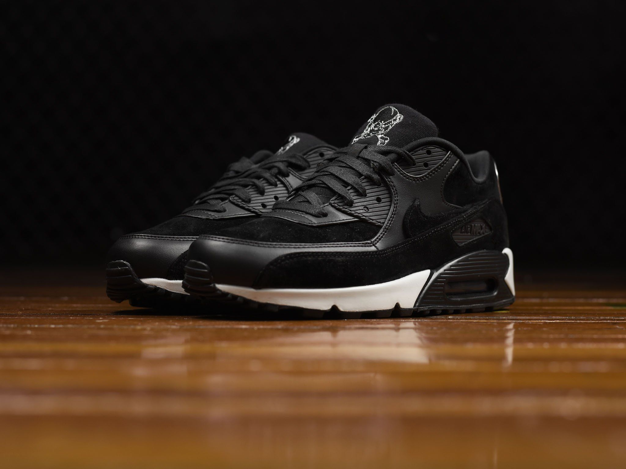 Nike Air Max 90 Premium shoes outsole wraps up Men light bonestring  lifestyle retro OSBCSZM