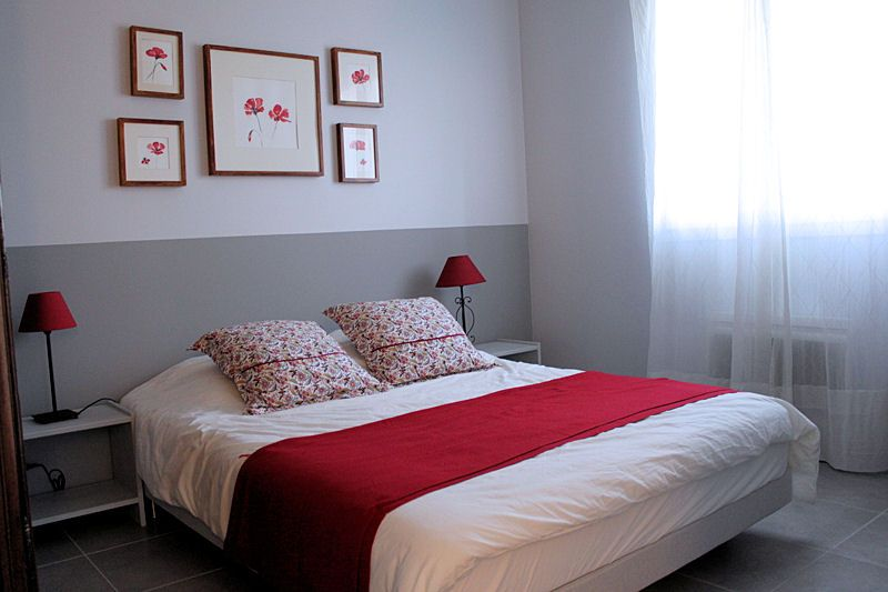 deco chambre gris blanc rouge | Rouge, Wall paintings and Bedrooms