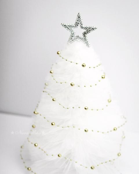 Pearl Garland For Christmas Tree: Christmas Decoration. Christmas Pink Tree. Holiday Tree