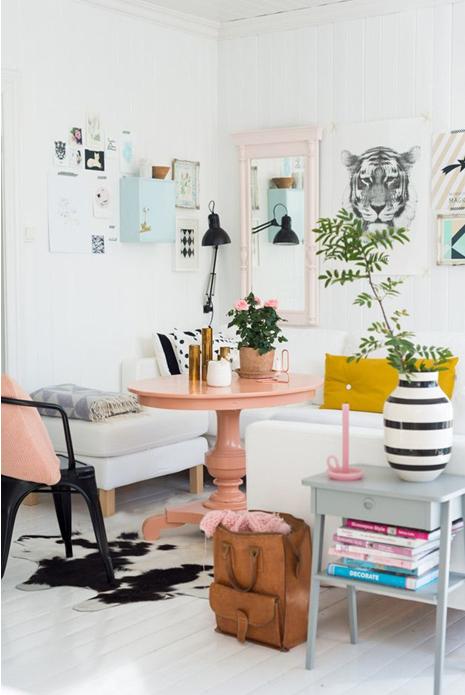 le rose p le salon pastel roses jaunes et fauteuil rose. Black Bedroom Furniture Sets. Home Design Ideas