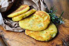 Pane fritto con patate e rosmarino antipasto sfizioso, ricetta facile, idea sfiziosa, alternativa al pane, pane da antipasto con salumi, pane senza lievito,medaglioni