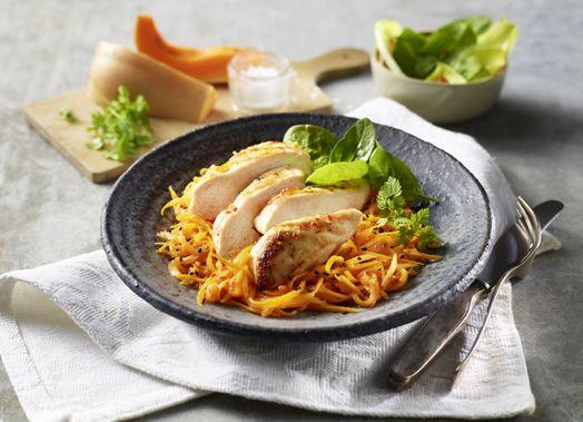 #Hähnchenbrust auf Spaghettikürbis-Salat #welovegefluegel #hähnchen #chicken #kürbis #pumpkin #spaghettikürbis #salat #spinat #rezept #genuss