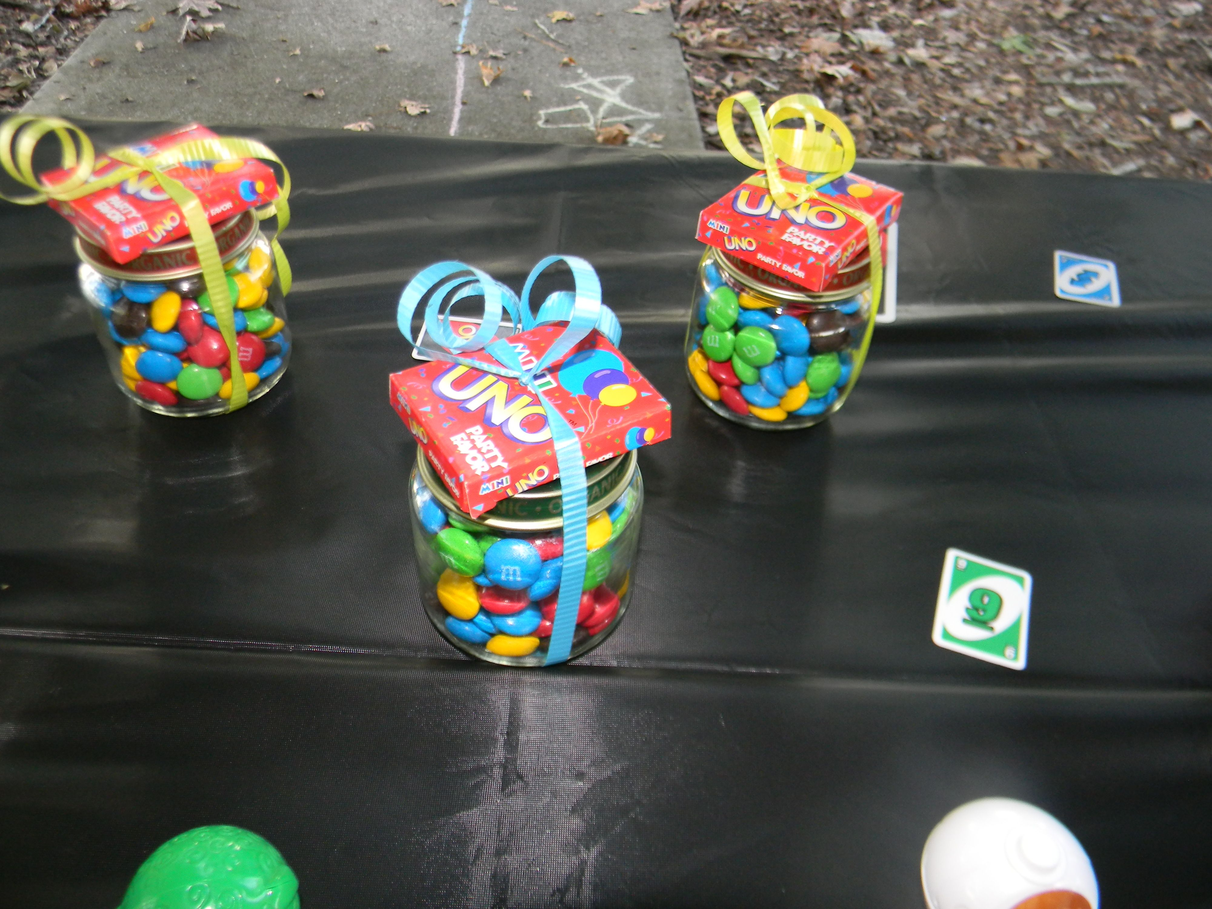 Easy treat for guests for an UNO themed first birthday party MMs