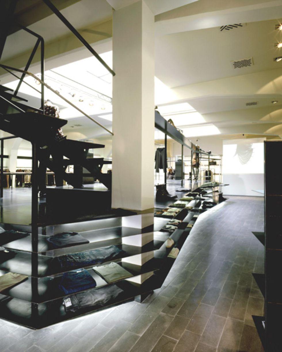 Allestimento per un negozio di alta moda a roma