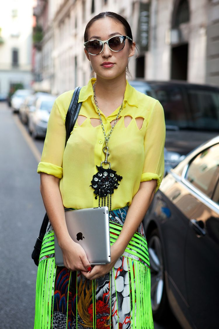 Yellow shirt, woman, Milan