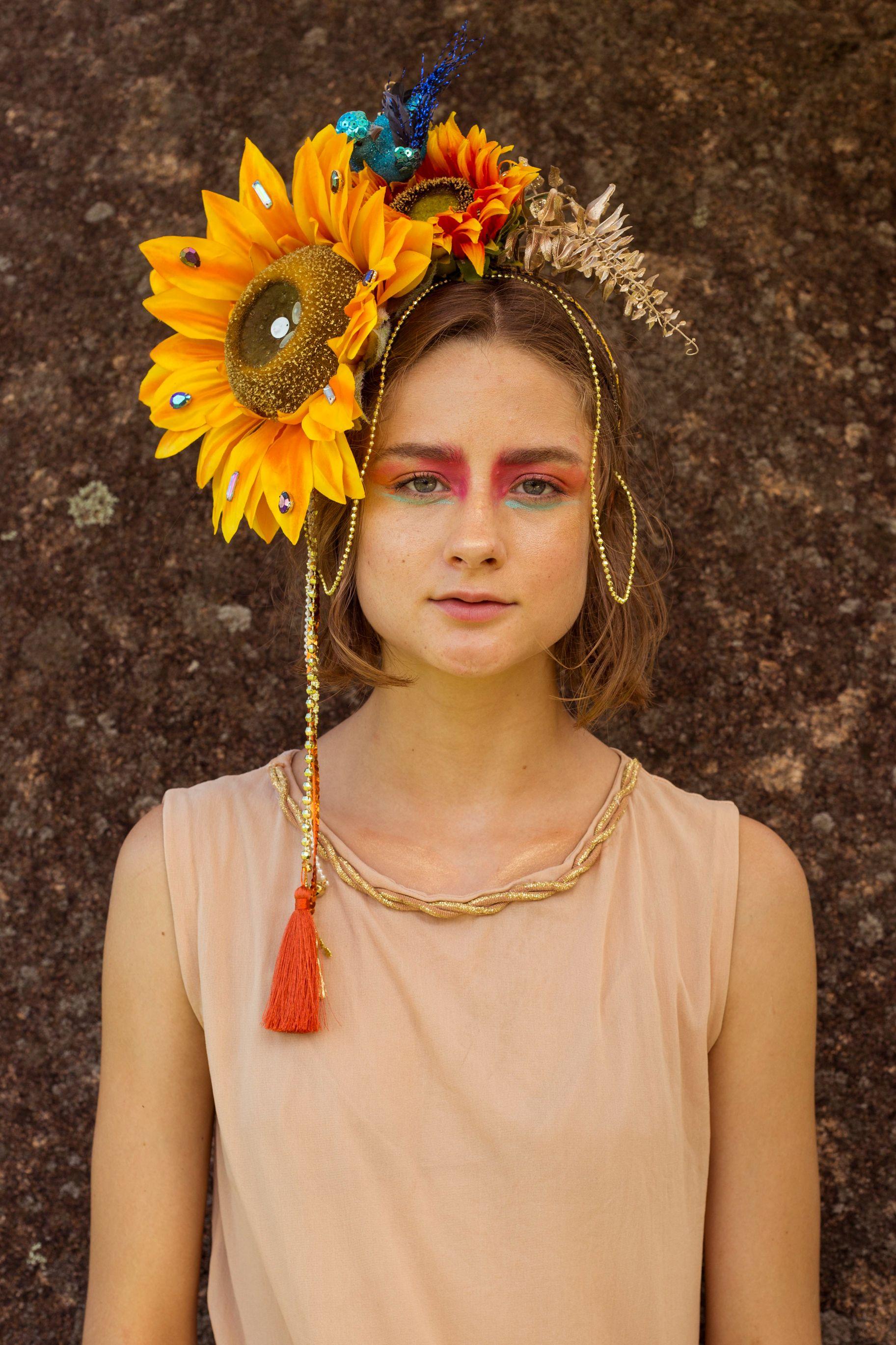 (Só se basear no cordão dourado na cabeça que é fácil e encontrar no centro  em loja de carnaval e fantasia ) 9fc18c5c02e