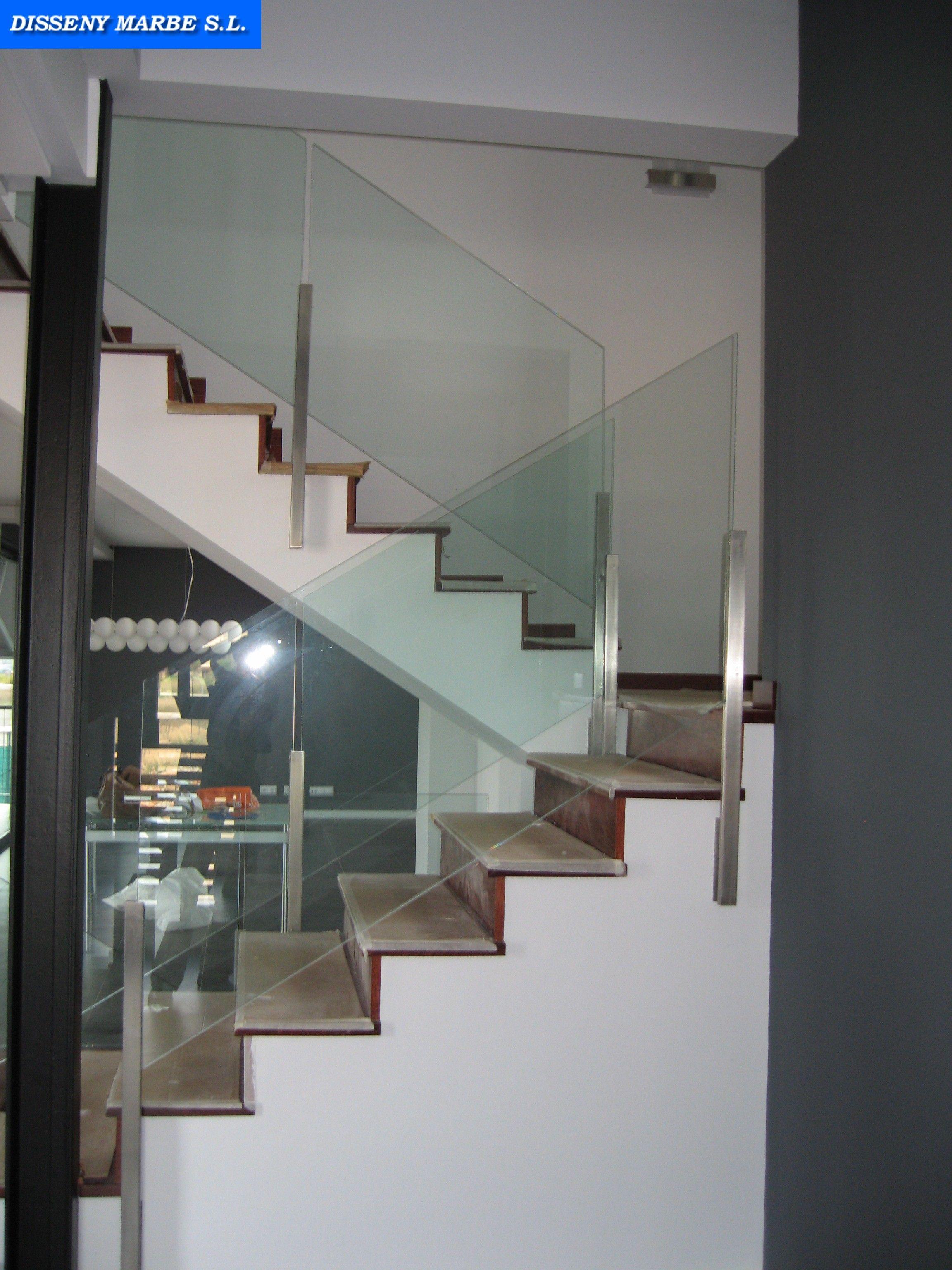 Barandilla escalera de cristal con ejes de acero - Escaleras de acero y cristal ...