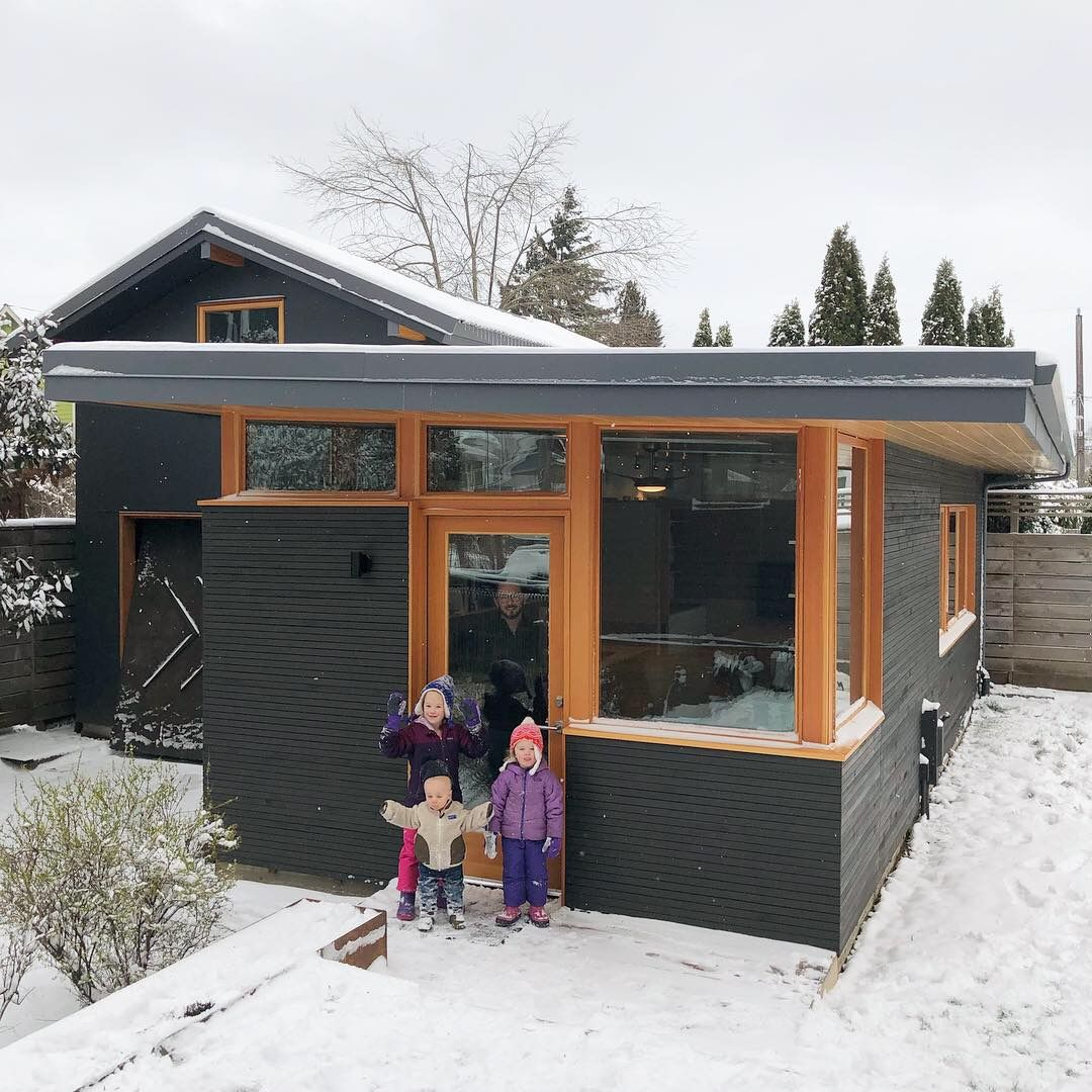 Chezerbey Two Architects On A Diy Mission To Remodel Their 1910 Fixer Upper In Seattle Into A Modern And Sustainab Sustainable Home Architect Seattle Housing