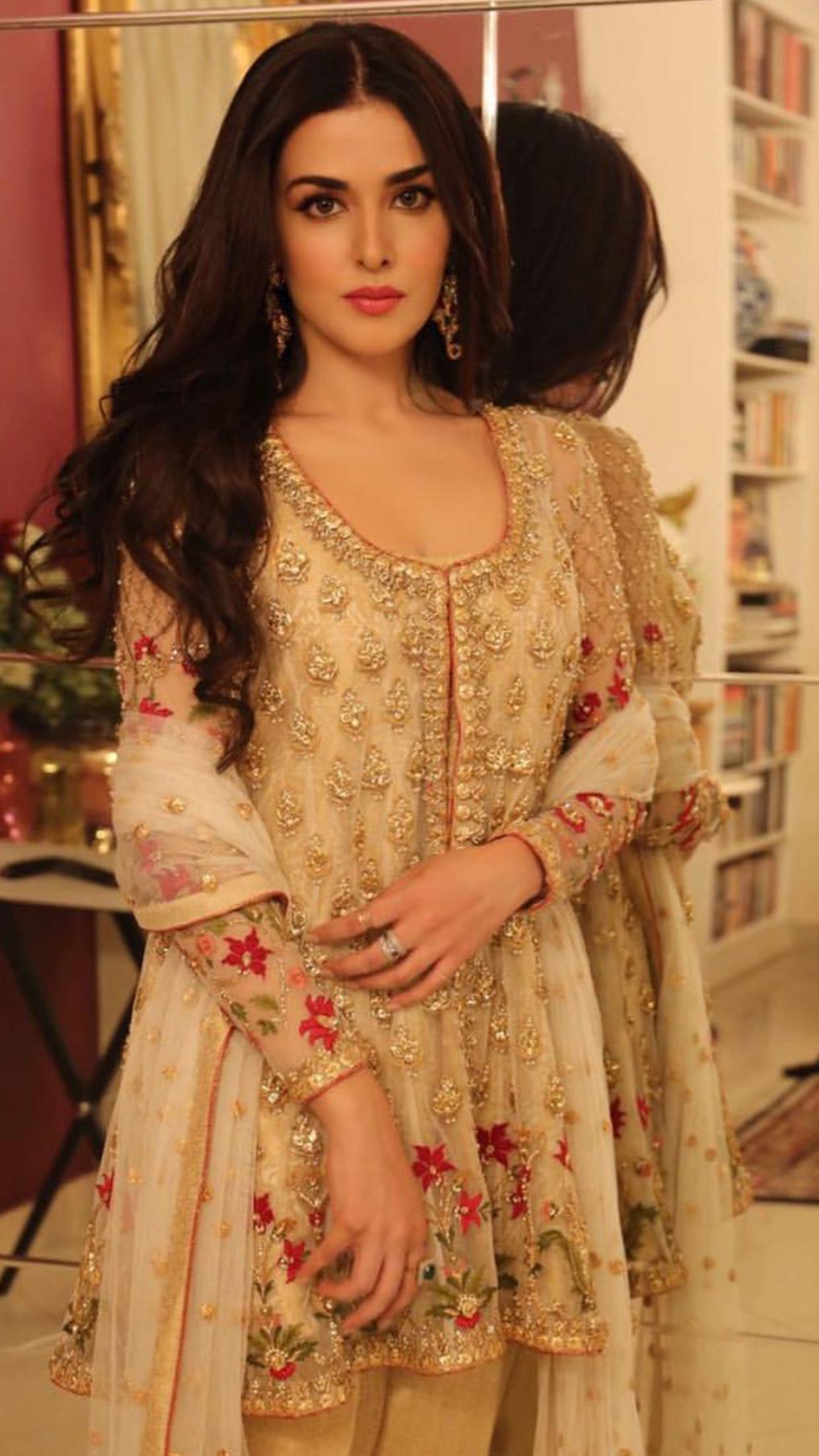 122f50b41 Natasha Khalid in Mina Hasan Couture Pakistan