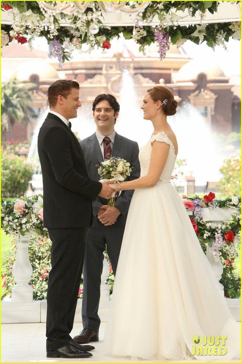 Deschanel Emily wedding dress