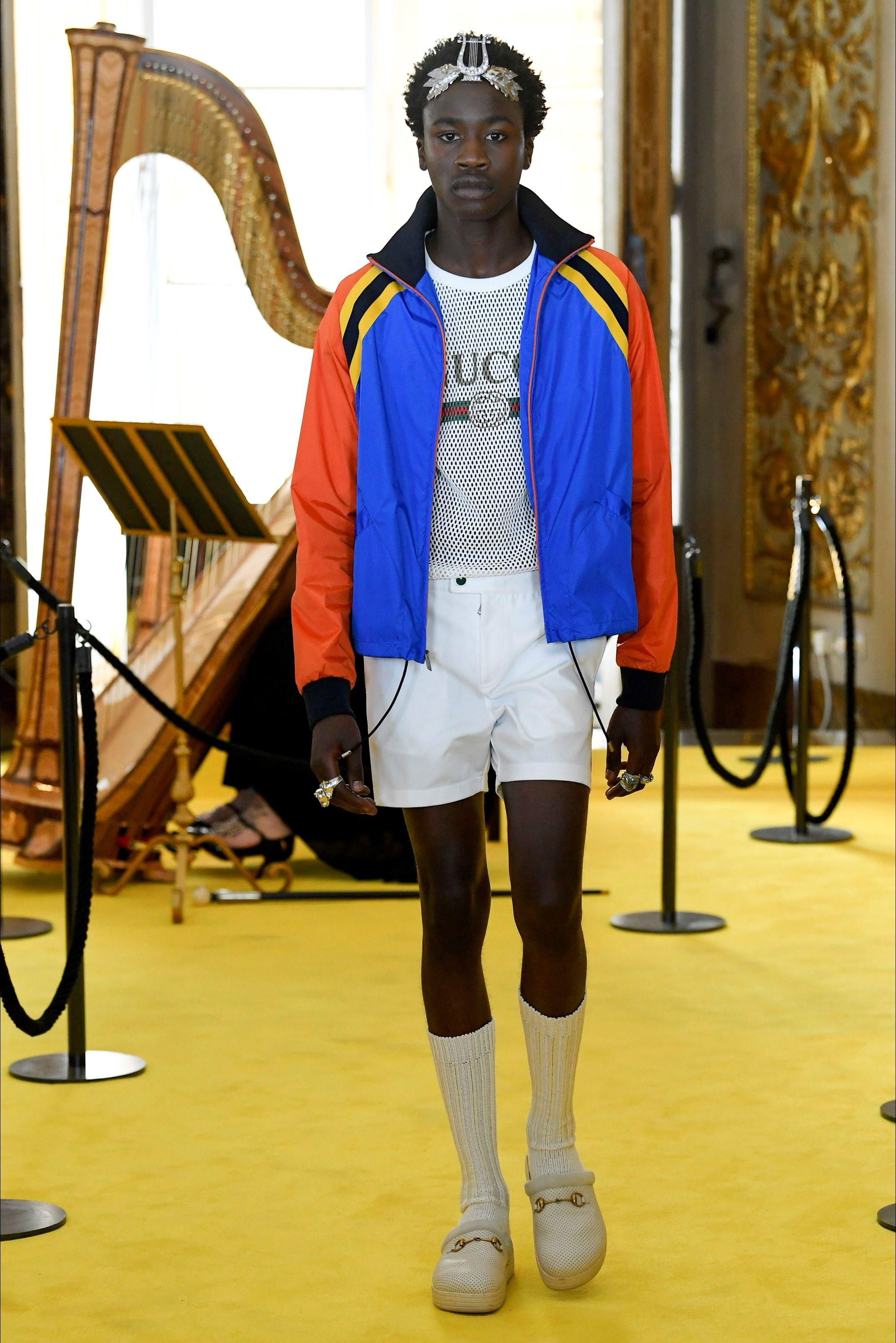 51004744fa Sfilata Gucci Firenze - Pre-collezioni Primavera Estate 2018 - Vogue ...