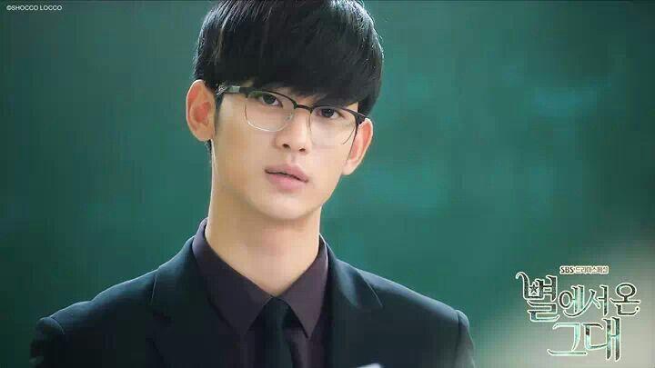 Setuju nggak jika mereka yang berkacamata terlihat lebih misterius? (dok SBS)