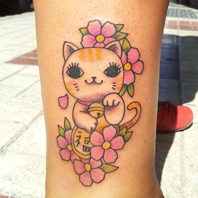 Maneki Neko tattoo by Meri. http://meriprincesita.blogspot.com.es/