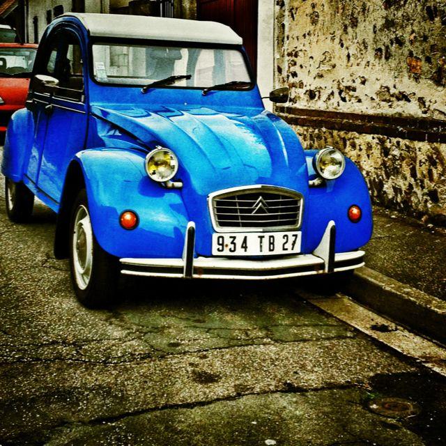 Dans La Serie 2cv De Couleur Le Bleu Antique Cars Amazing Cars Small Cars