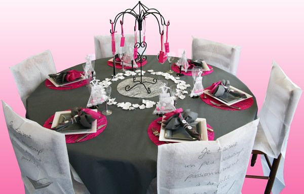 Id e d co de table gris blanc fushia fushia gris blanc for Deco table blanc et gris