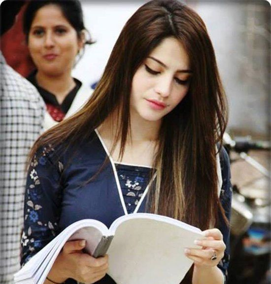 Attractive HD Wallpapers Famous Model Neelam Munir (6