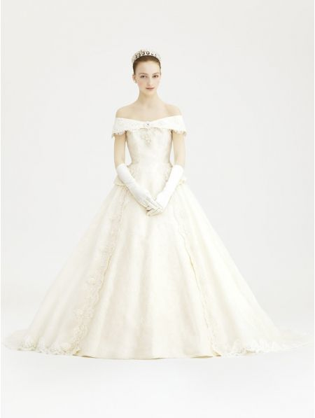 Off the shoulder vintage victorian style wedding dress for Vintage victorian wedding dresses