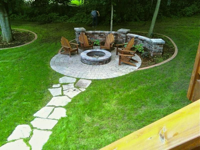 Fire pit circle with stepping stone path backyard ideas for Backyard rock fire pit ideas