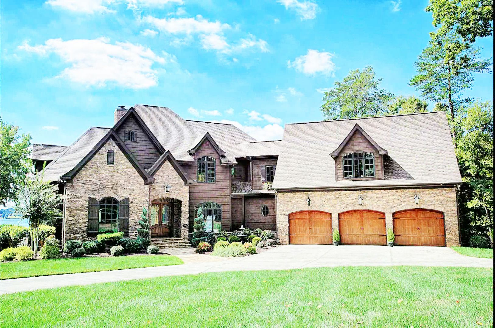 Beautiful house for sale on lake norman in north carolina