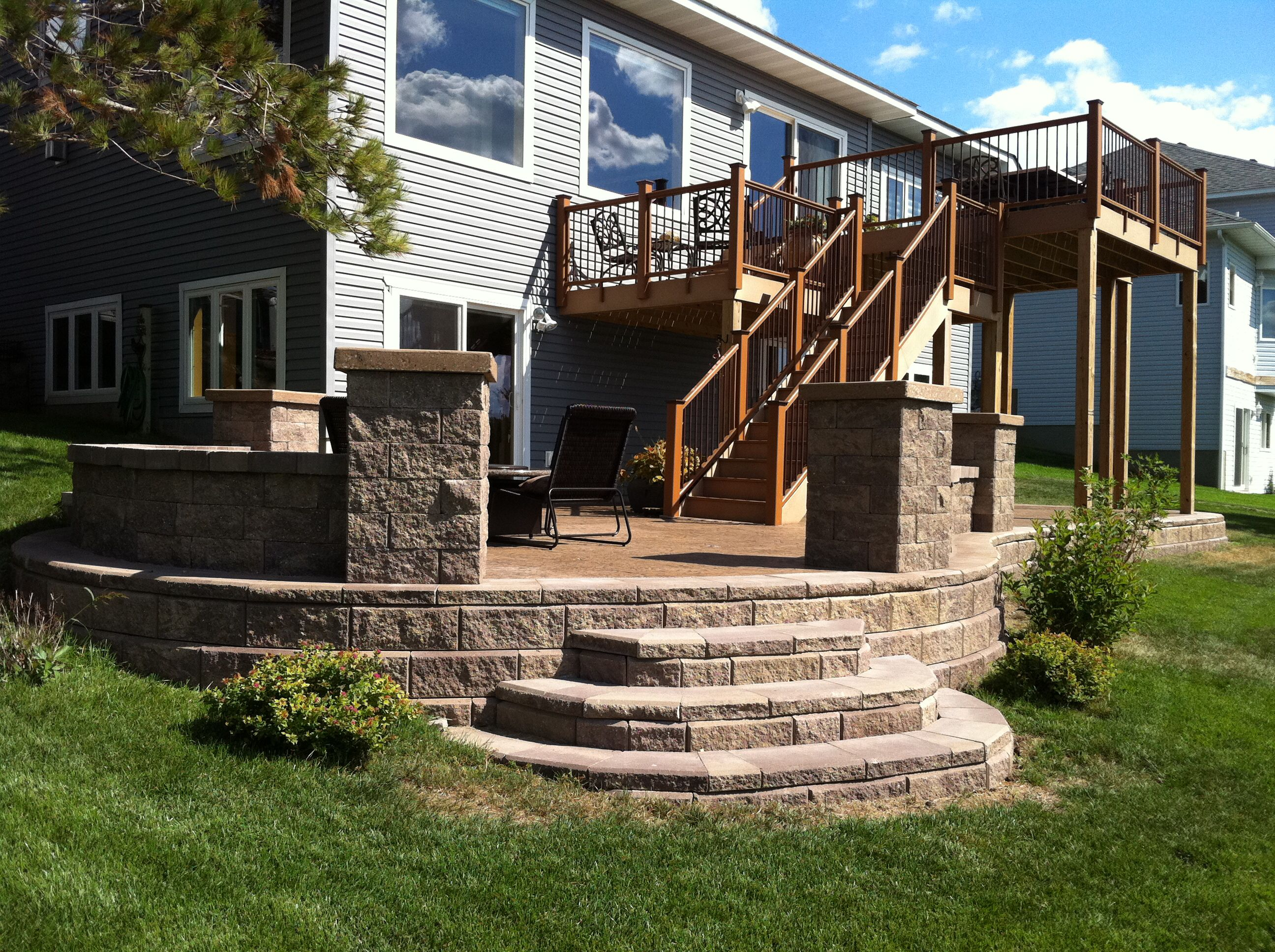 Best Retaining Wall Step System Off Of Raised Stamped Concrete 400 x 300