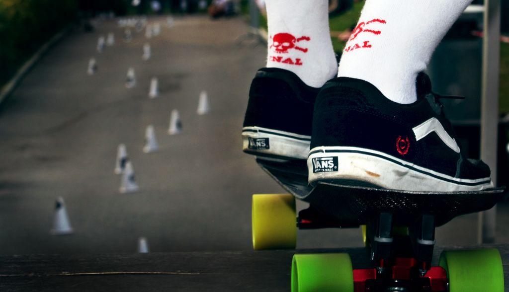 #317 Skateboard slalom