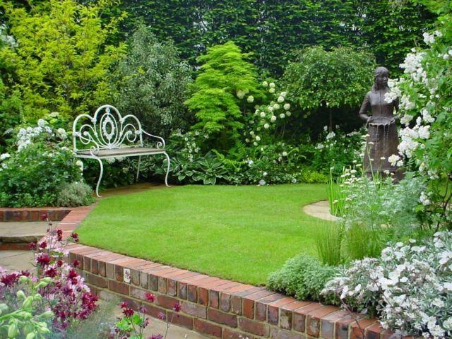 Schöner Englischer Garten Rasenfläche Sitzbank