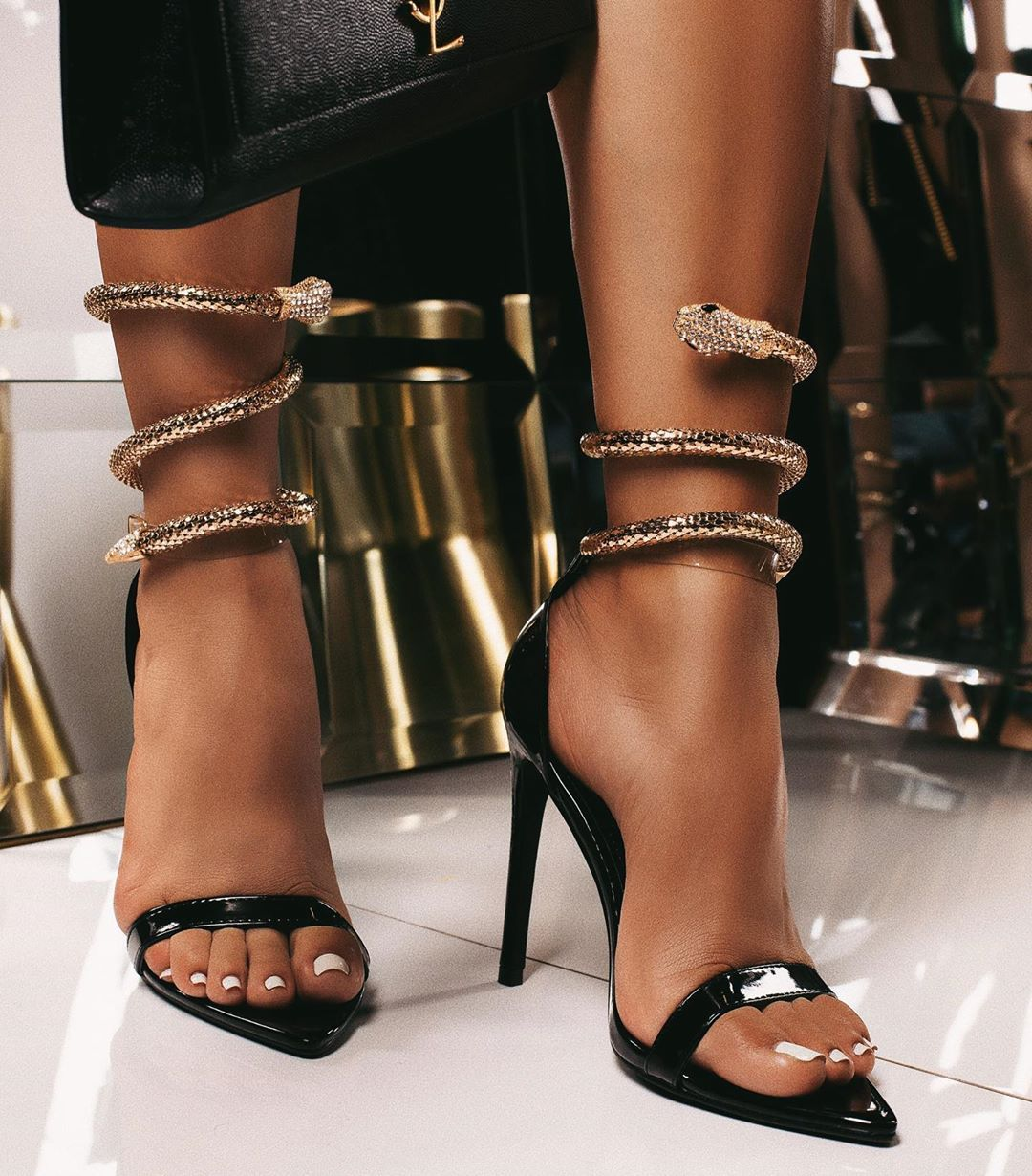 """MISSLOLA.COM 