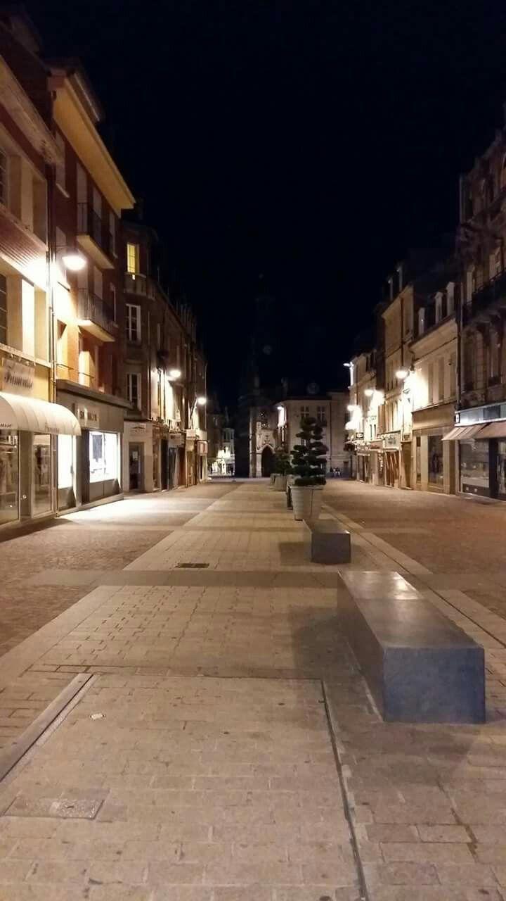Ville De Saint Quentin Picardie Visite De Nuit Ville De Saintes Saint Quentin Villa