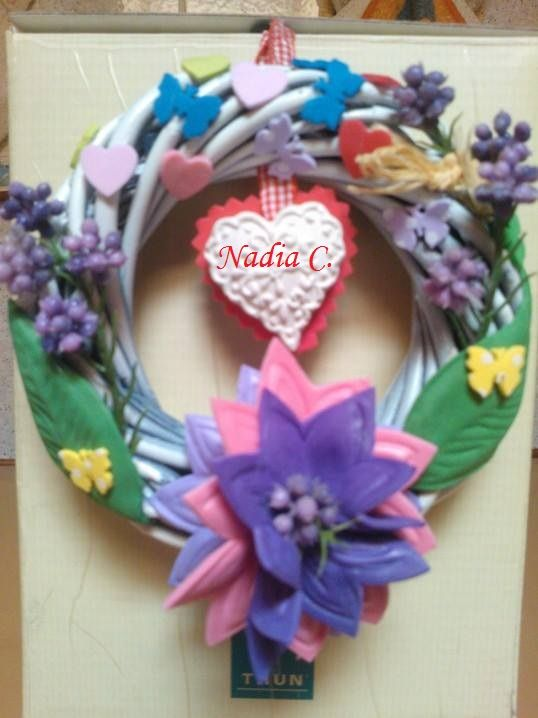 Photo of Ghirlanda di fiori, lavanda e farfalle …