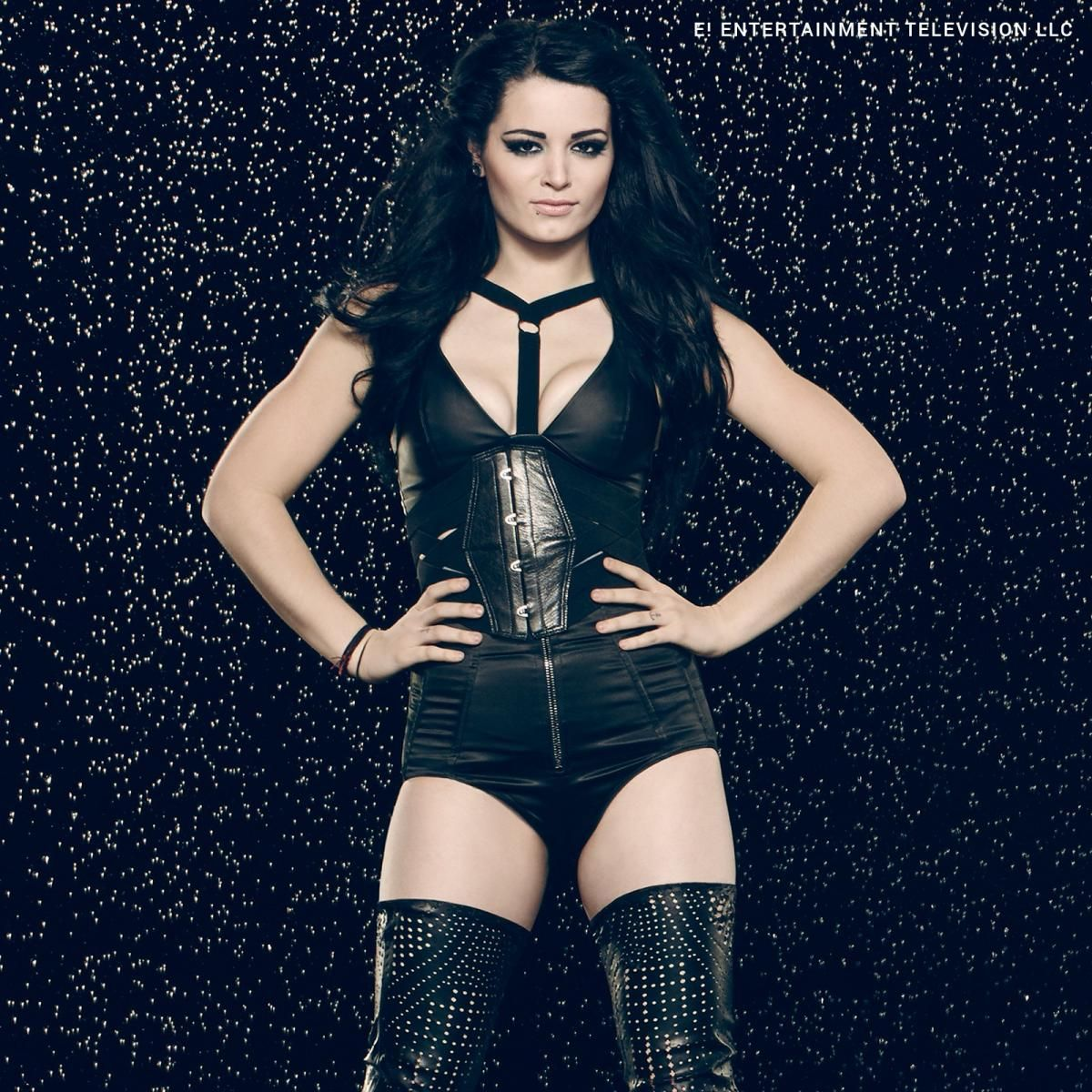 Photos Celebrating 100 Episodes Of Total Divas Paige Wwe Wwe Divas Paige Wwe Girls