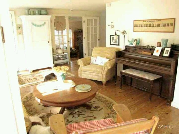 Small room with piano add computer desk and mini play - Living room decor for small spaces ...