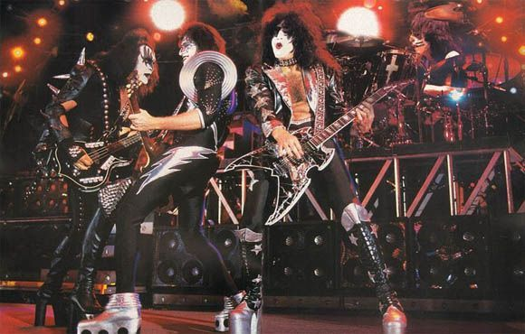 Kiss World Domination
