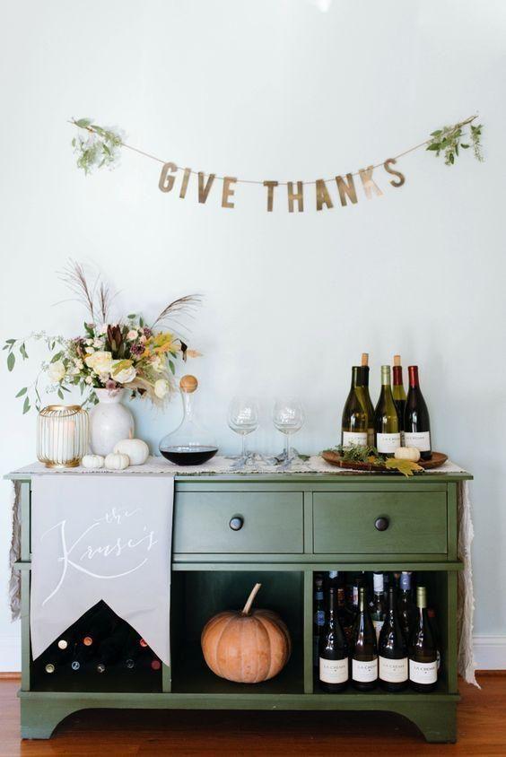 Thanksgiving Decor Bar Cart / The Fuzzy Bee Blog / #thanksgiving #givethanks #homedecor #interiordesign