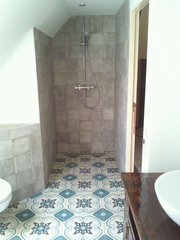 Portugese design tegels op de badkamervloer! Wat een sfeer he ...