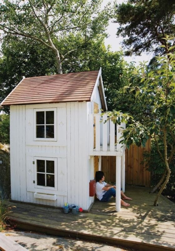 8 new ideas for kids outdoor playhouses kidsomania l l for Kids playhouse shed