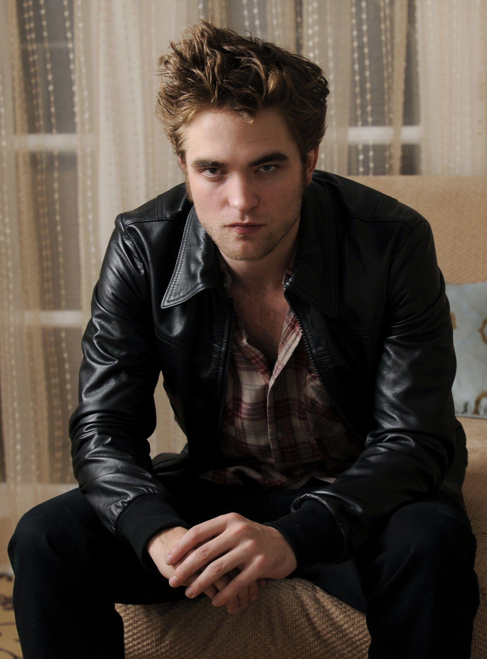 Robert Pattinson fans furious at Sexiest Man poll