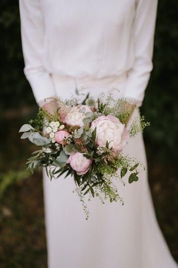 ramo con cardos y peonías, silvestre pero delicado | ramos de novia
