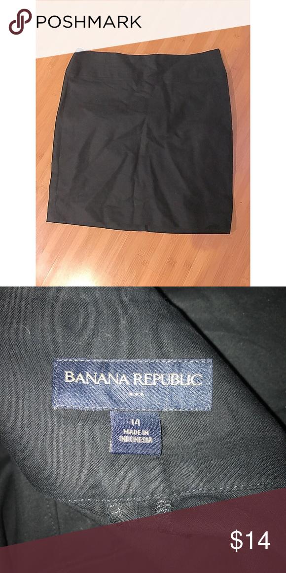 NWOT Banana Republic Pencil Skirt Wardrobe staple. Size 14. Worn once. Banana Republic Skirts Pencil