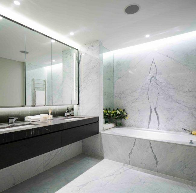 marmor im bad indirekte deckenbeleuchtung schwarzer waschbeckenunterschrank spiegelschrank. Black Bedroom Furniture Sets. Home Design Ideas