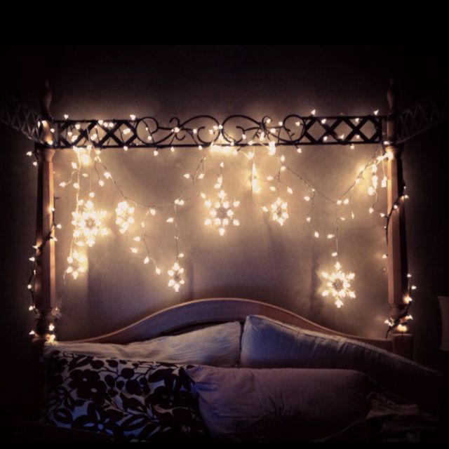 33 Ultra Cozy Bedroom Decorating Ideas For Winter Warmth: Use Snowflake Lights In Bedroom For Frozen Decor