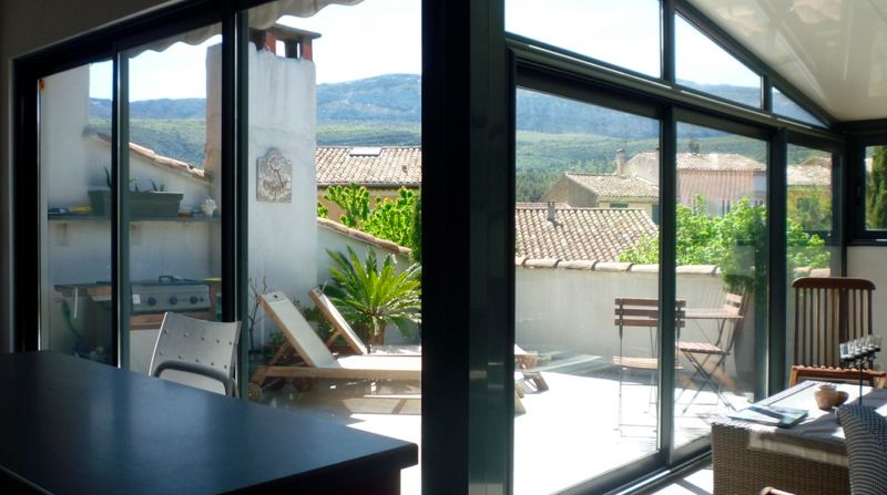 Aménagement de combles et terrasse tropézienne. Rapport intérieur ...