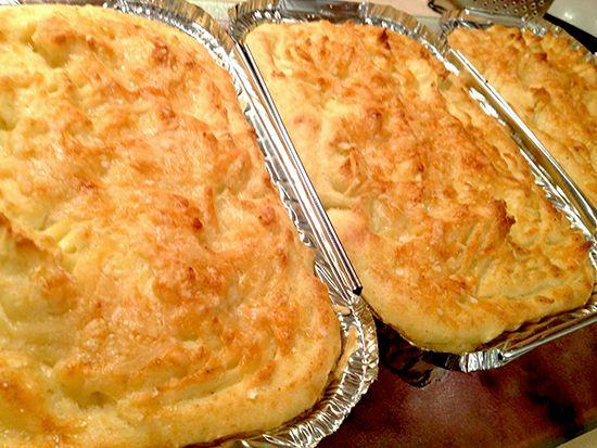 Рецепт коттеджного пирога (Cottage pie) - сочное воздушное мясо, покрытое не менее воздушным пюре из картофеля с добавлением сыра Пармиджано Реджано (Parmigiano Reggiano)