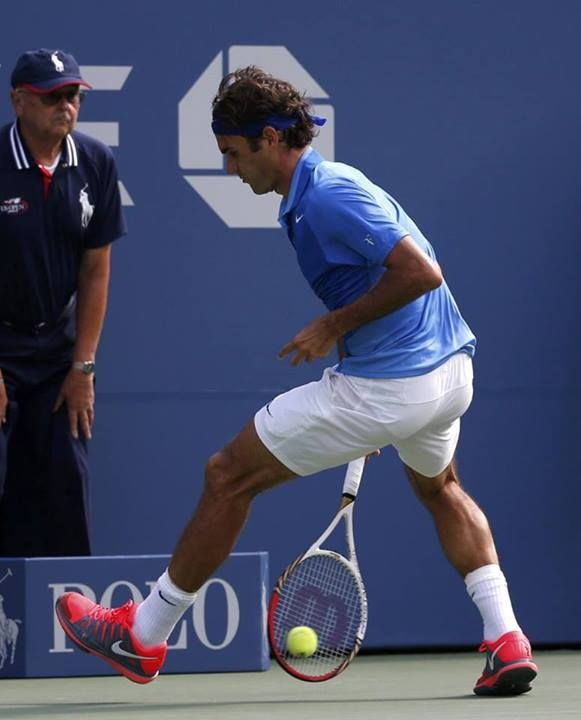 Roger's fun shot!  The tweener against Berlocq at 2013 US Open.  From www.rogerfedererfans.com