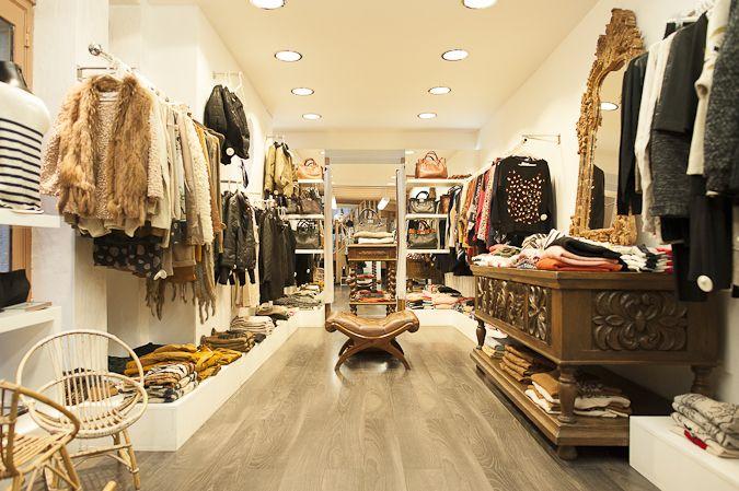 Ambiance précieuse à l'intérieur de notre boutique à #Bayonne côté Cathédrale #déco #ambiance #bazardefilles #interditauxhommes #mode