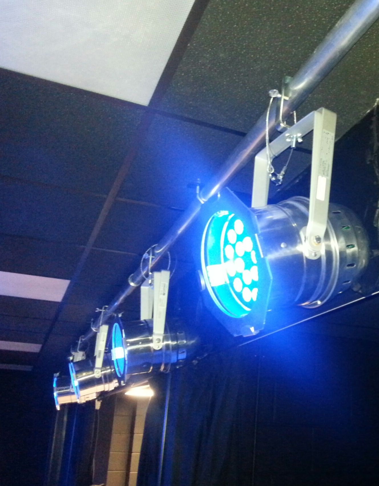 Lighting Bar Installation Wall Mounted With 4 X Led Par Fixtures Bar Lighting Stage Lighting Light Project