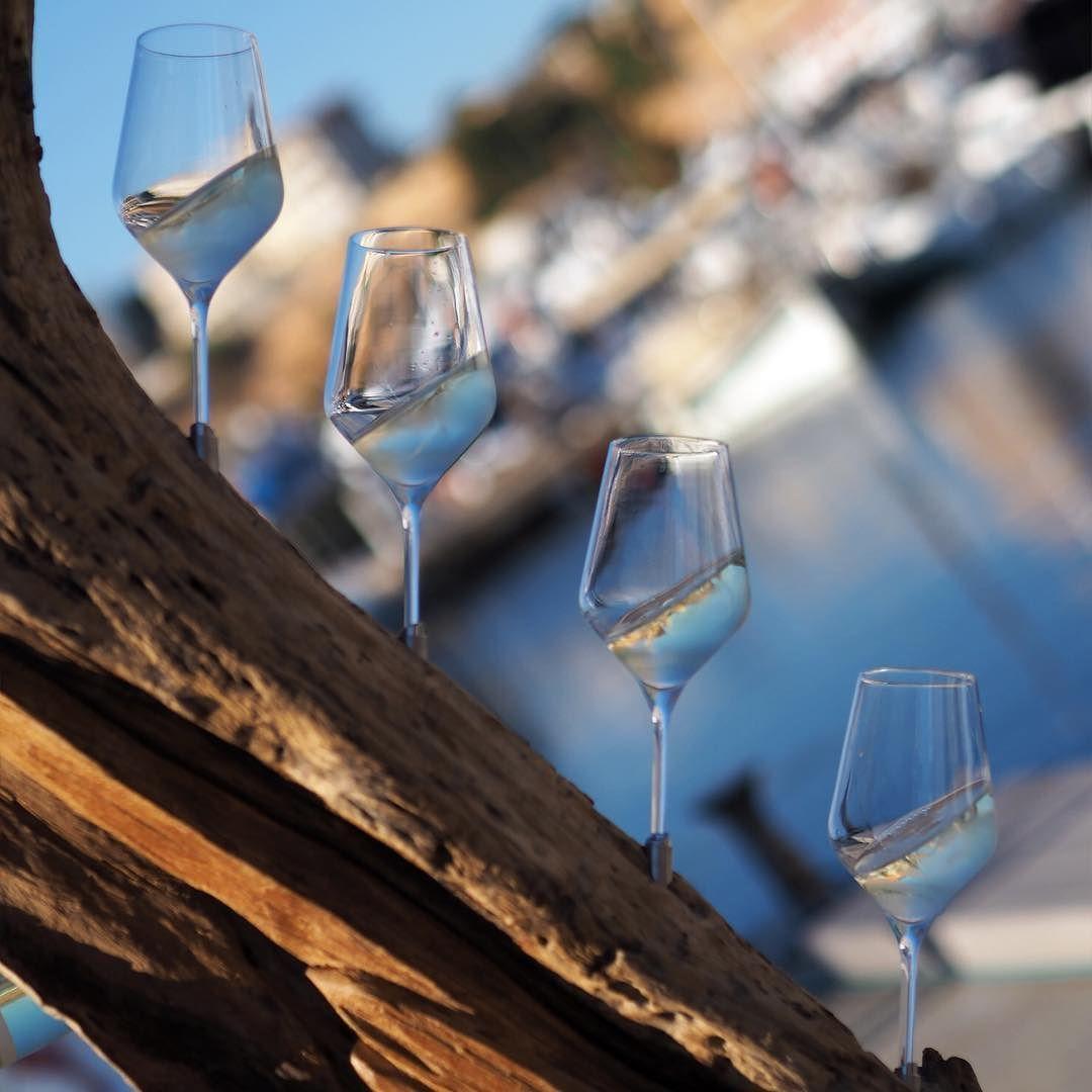 HAPPY DAY #streetphotography #shootwithcamerasnotwithguns #urban #urbanromantix #sailing #goodtimes #enjoy #vino #mallorca #ahoi #frauscher #frauscherboats #hhexp #imxplorer #live #photooftheday #ig_spain www.porip.de