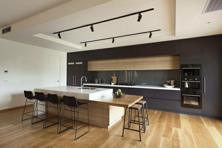 Illuminazione cucina con faretti led direzionabili e un\'isola ...
