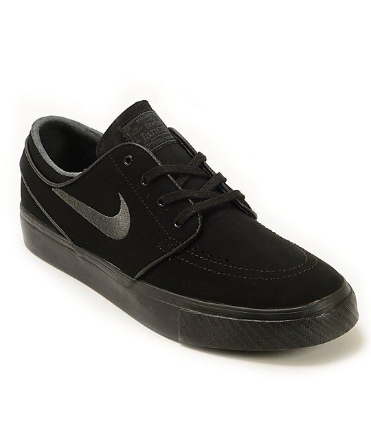 best sneakers 36dcf 17ccb A sleek black take on a low-profile classic with a Nike Zoom Air insole  with air pocket for comfort and impact resistance.