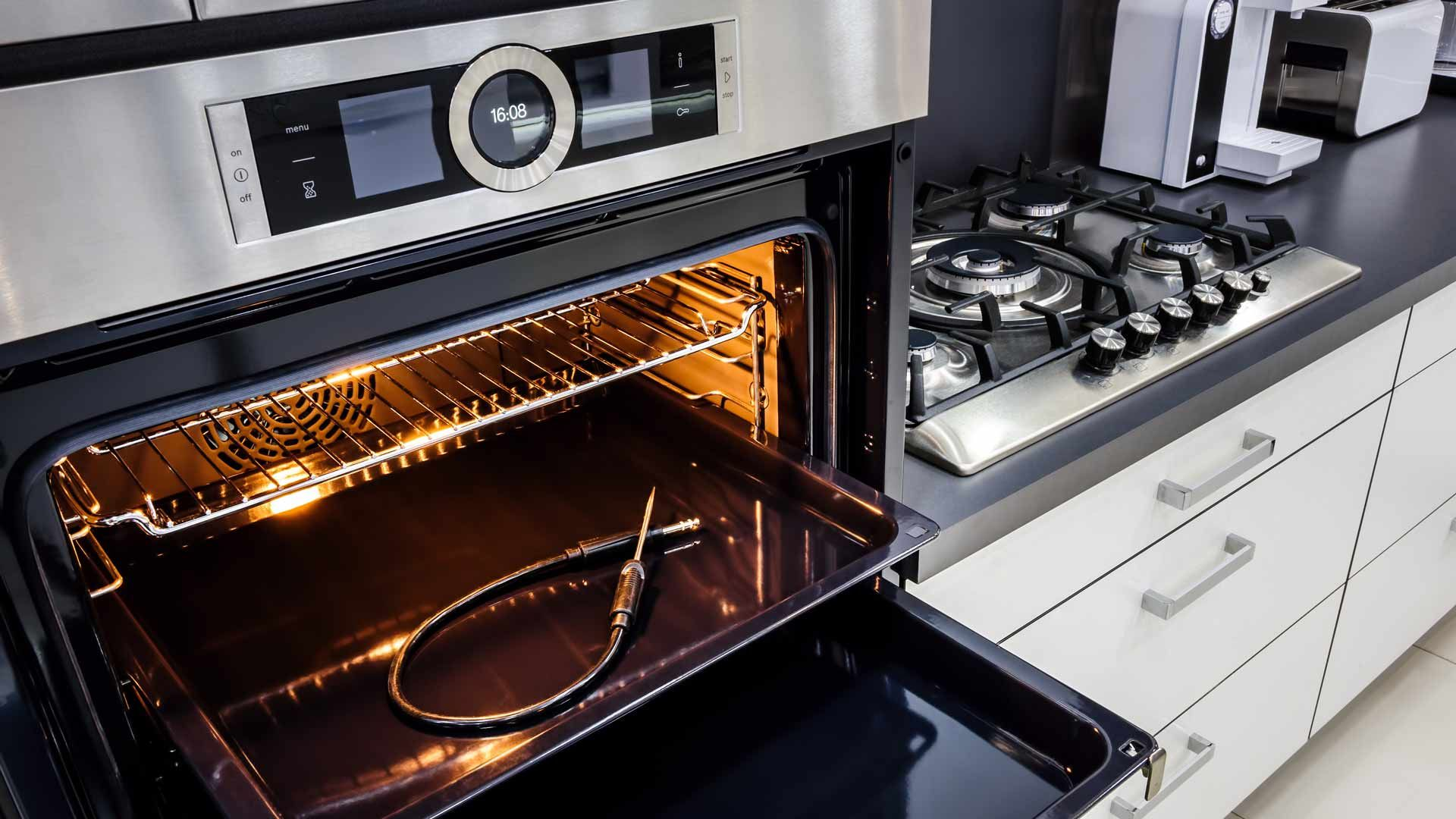 4 Benefits Of Hiring Licensed Appliance Repair Technician For Oven