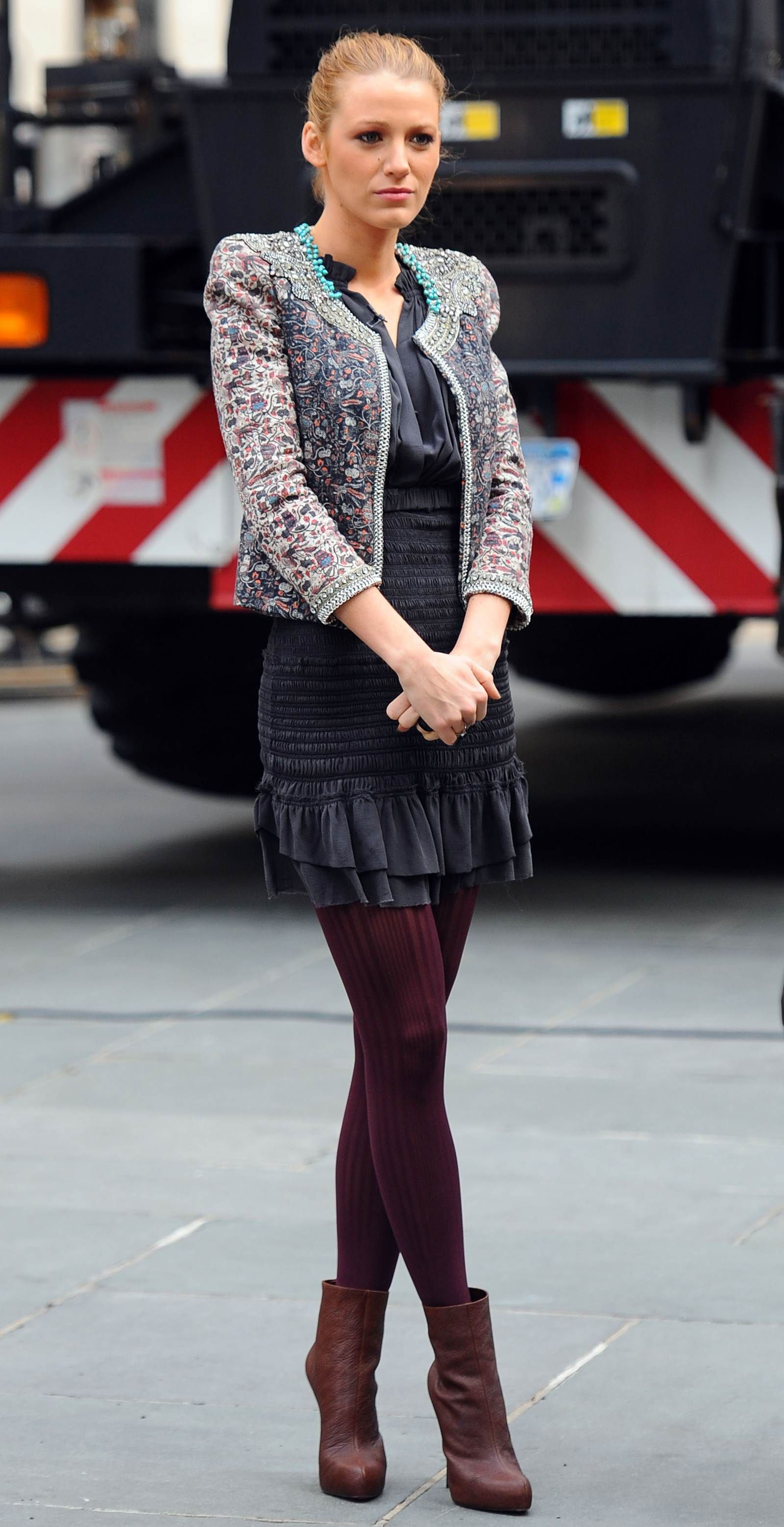 87902a4d0b Colored tights on Gossip Girl. Blake Lively Gossip Girl, Blake Lively  Outfits, Blake